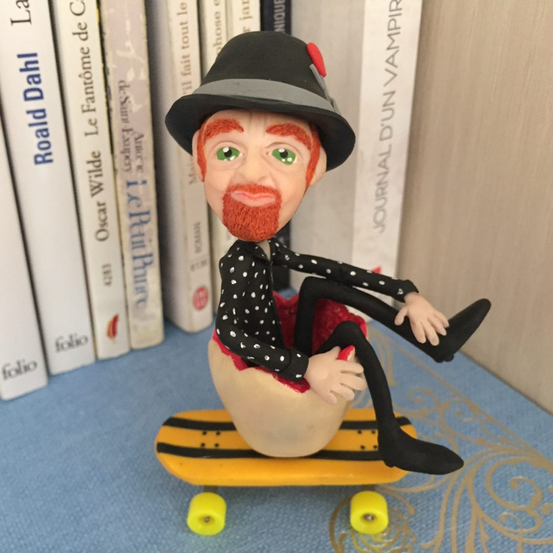 Mathias Malzieu figurine skate chapeau vampire en pyjama