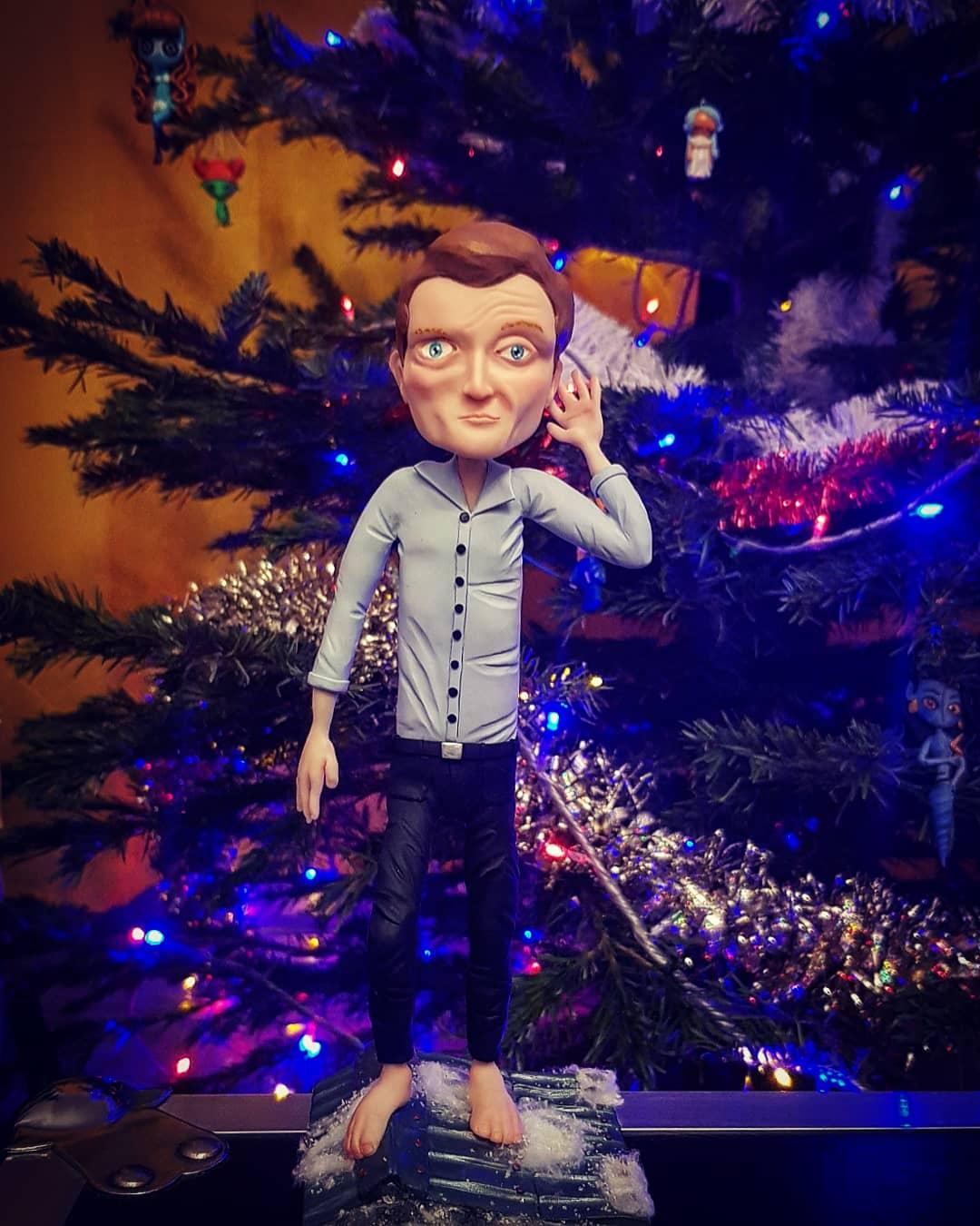 Sylvain Tesson dans le sapin de Noël